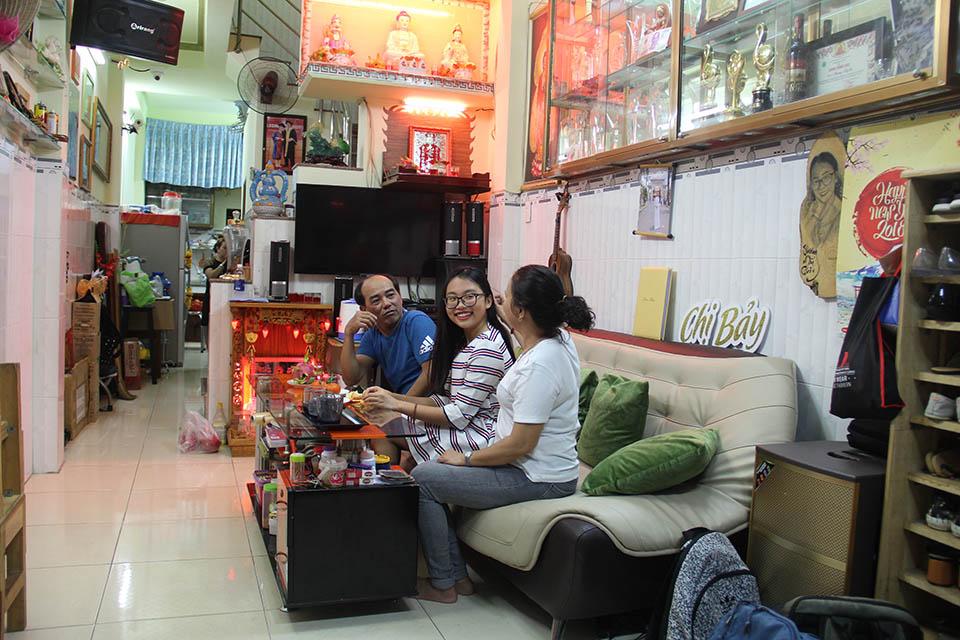 Nhà nhỏ được cơi nới, chứa hơn 1.000 bộ áo dài của Phương Mỹ Chi ở Sài Gòn - 11