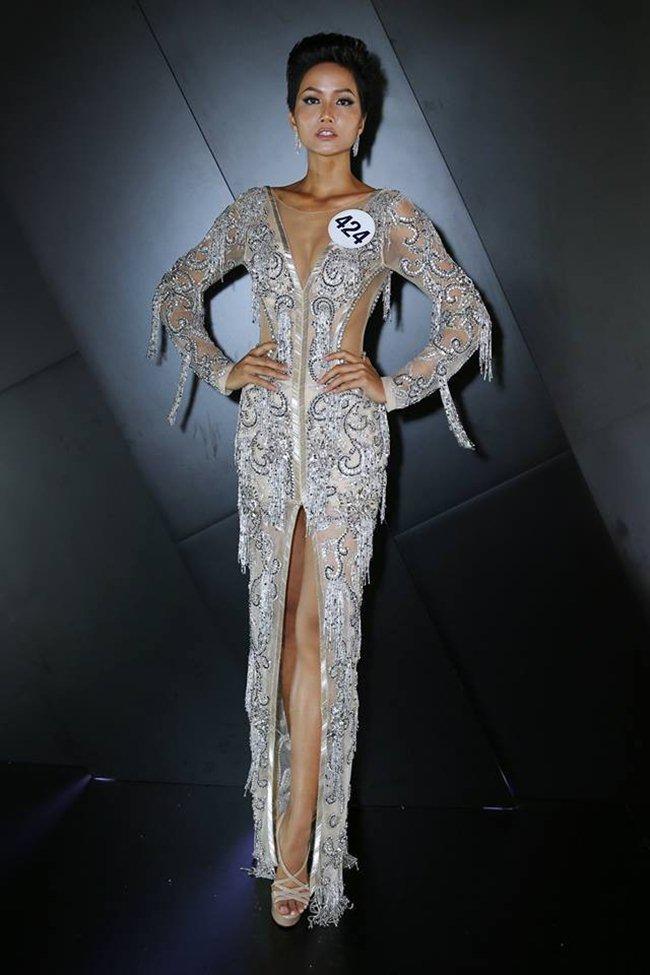 """Đăng quang chưa bao lâu, hoa hậu H'Hen Niê đã mặc váy """"đạo nhái""""? - 3"""