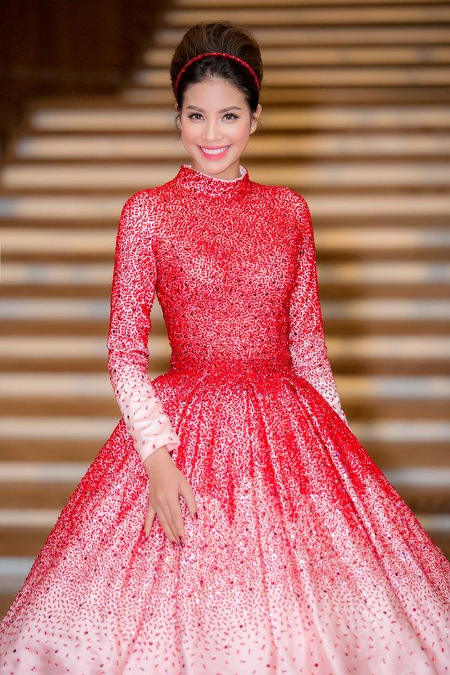 """Đăng quang chưa bao lâu, hoa hậu H'Hen Niê đã mặc váy """"đạo nhái""""? - 4"""