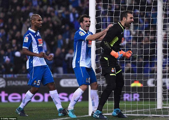 Messi lại gặp ác mộng phạt đền, Barca ôm hận đứt mạch 30 trận bất bại - 3