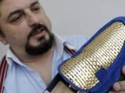 Tài chính - Bất động sản - Chán làm giày thường, thợ người Ý dùng vàng 24k để làm giày cho giới siêu giàu