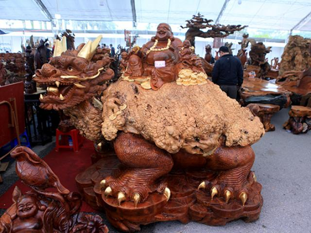 """Sở hữu gỗ lũa quý hình """"rùa hóa rồng"""", chủ nhân ra giá 600 triệu"""