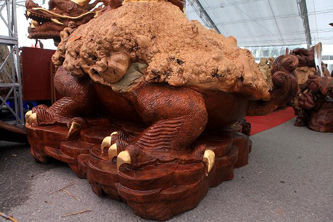 """Sở hữu gỗ lũa quý hình """"rùa hóa rồng"""", chủ nhân ra giá 600 triệu - 2"""