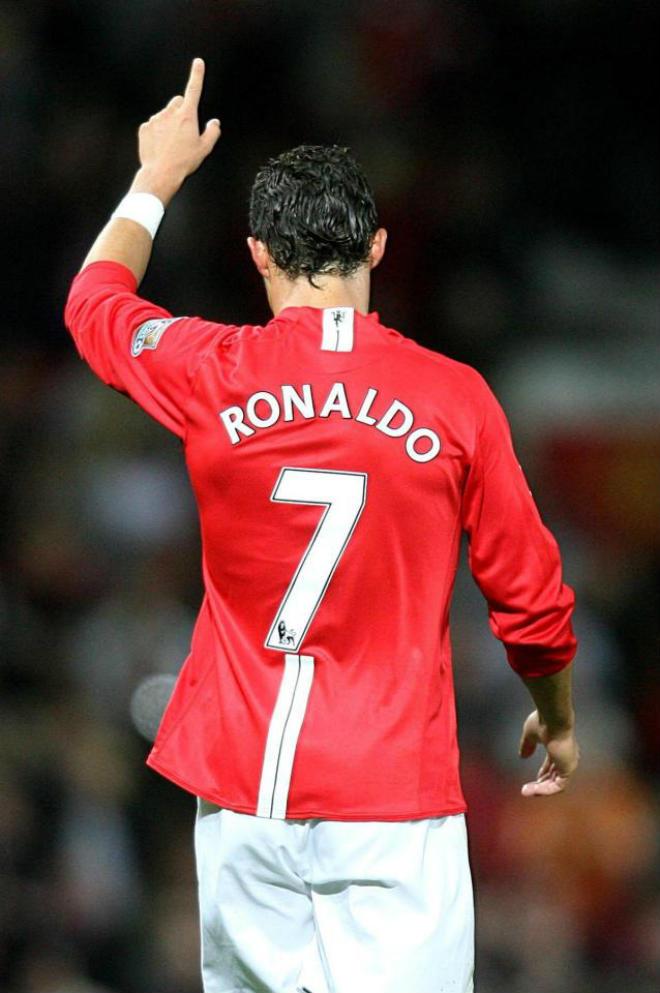 """Siêu bom tấn"" Ronaldo: MU trả 400 triệu euro, triệu fan Real ""đuổi thẳng cổ"" - 2"