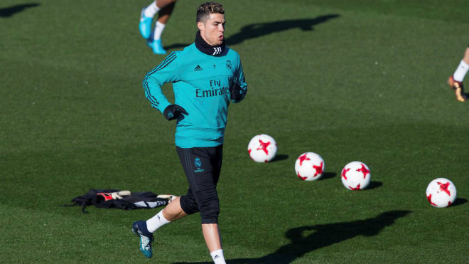 """Siêu bom tấn"" Ronaldo: MU trả 400 triệu euro, triệu fan Real ""đuổi thẳng cổ"" - 1"