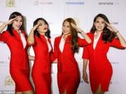 Thế giới - Thấy nữ tiếp viên Malaysia mặc áo lộ ngực, hành khách bức xúc