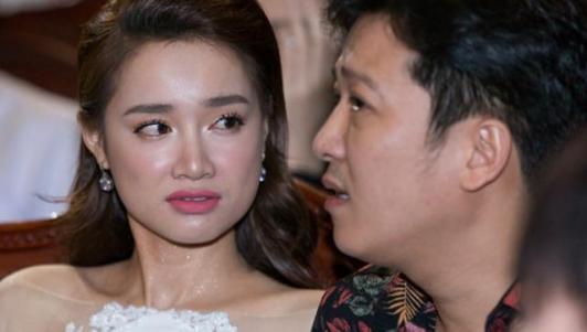 Tình tiết bất ngờ vụ Trường Giang cầu hôn Nhã Phương tại giải Mai vàng