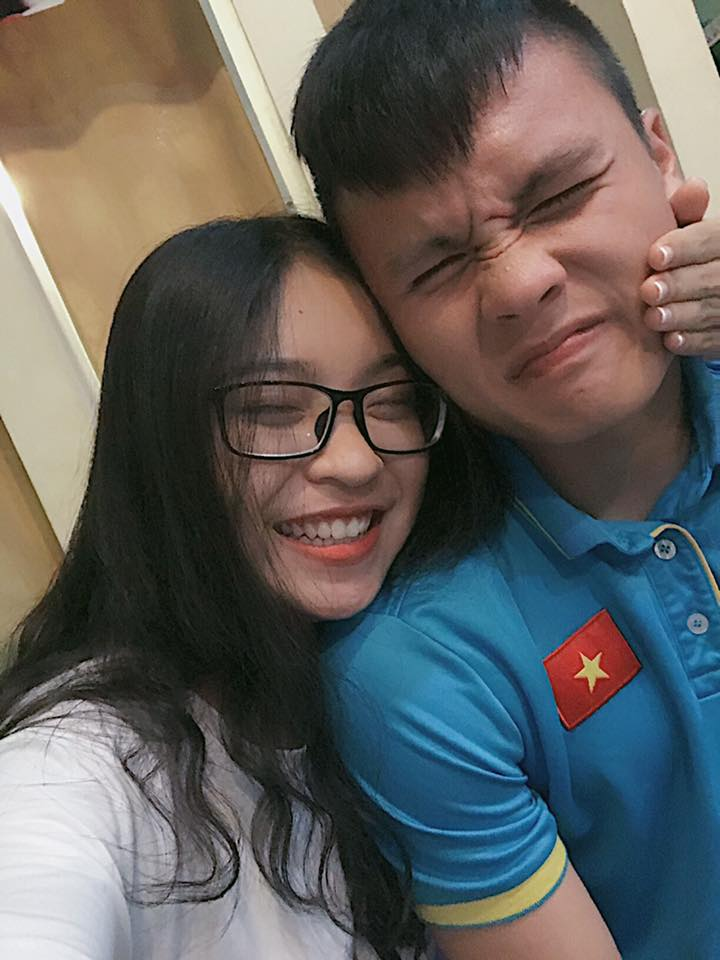 Dàn bạn gái xinh như mộng, sành điệu của cầu thủ U23 Việt Nam - 2