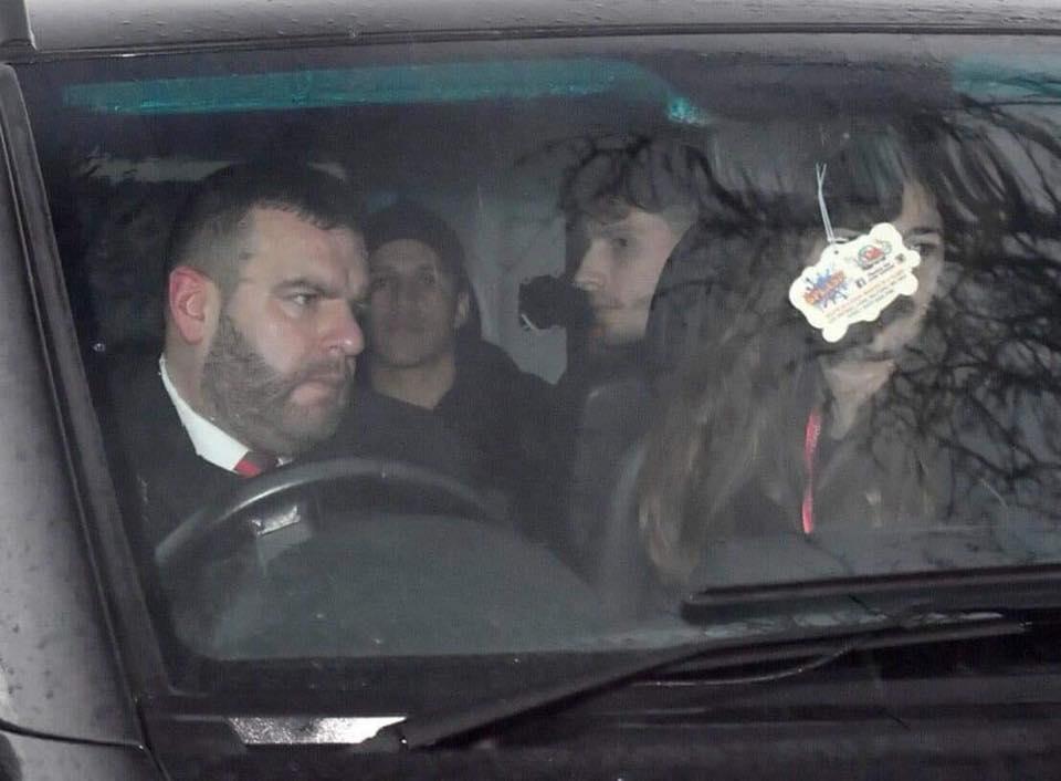 MU mua Sanchez: Đáp chuyên cơ đến Manchester, chuẩn bị kiểm tra y tế 2