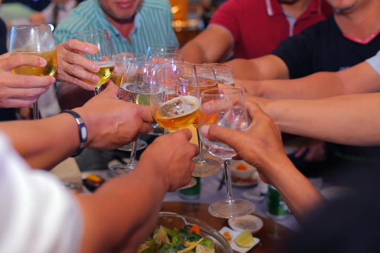 Rượu và thuốc không phải là…