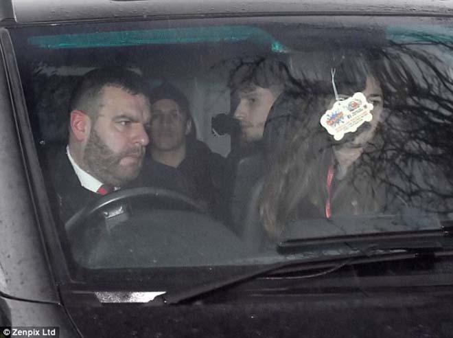 Sanchez đến MU: Đã có mặt ở Carrington, HLV Sir Alex Ferguson ra đón 8