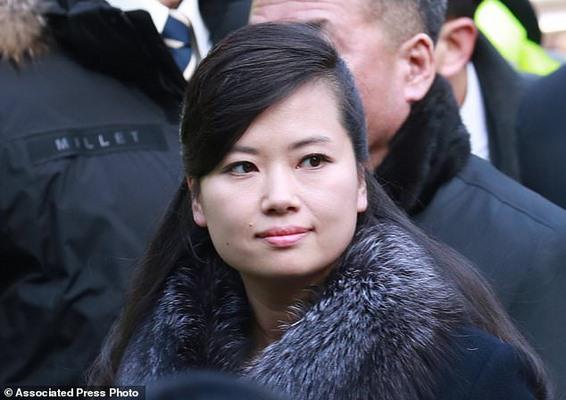 Bạn gái cũ ông Kim Jong-un nghiêm nghị dẫn đoàn tới HQ - 3