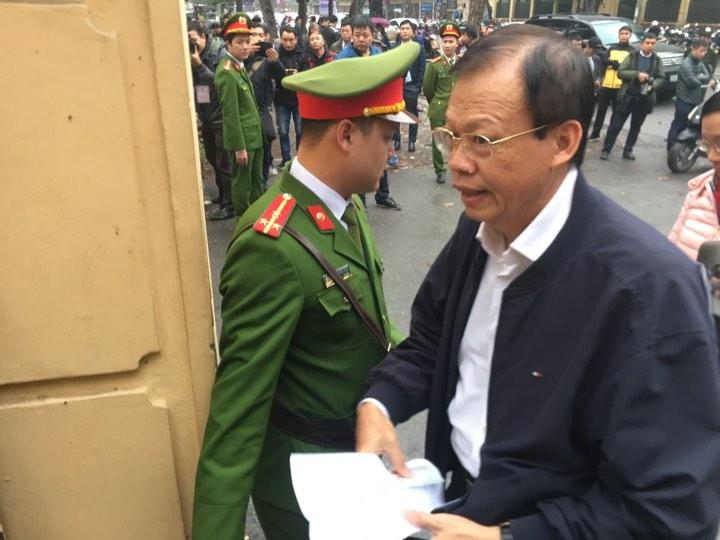 Vì sao cựu Tổng giám đốc PVN bị tuyên 9 năm tù vẫn đi bộ khỏi tòa?
