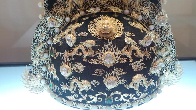 Chiêm ngưỡng bảo vật gắn hàng chục con rồng vàng cùng kim sa đá quý - 2