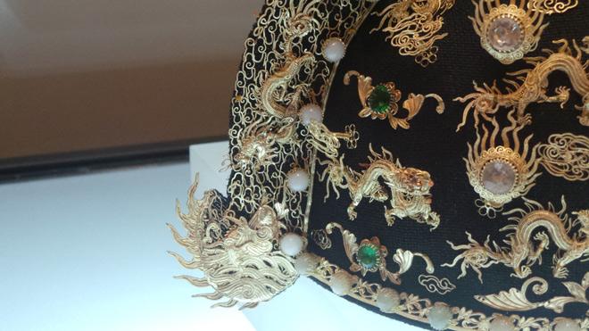 Chiêm ngưỡng bảo vật gắn hàng chục con rồng vàng cùng kim sa đá quý - 3