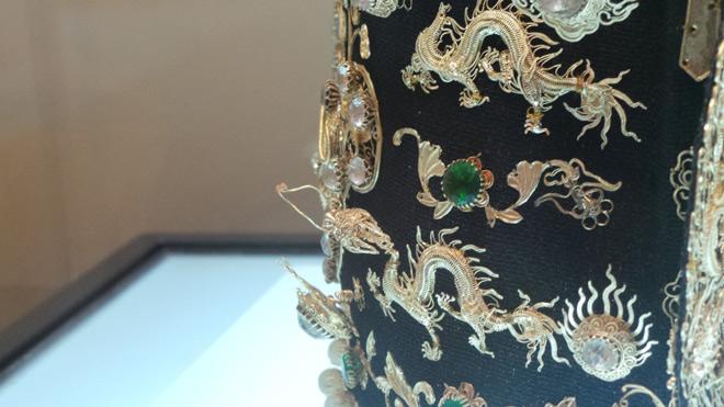 Chiêm ngưỡng bảo vật gắn hàng chục con rồng vàng cùng kim sa đá quý - 4