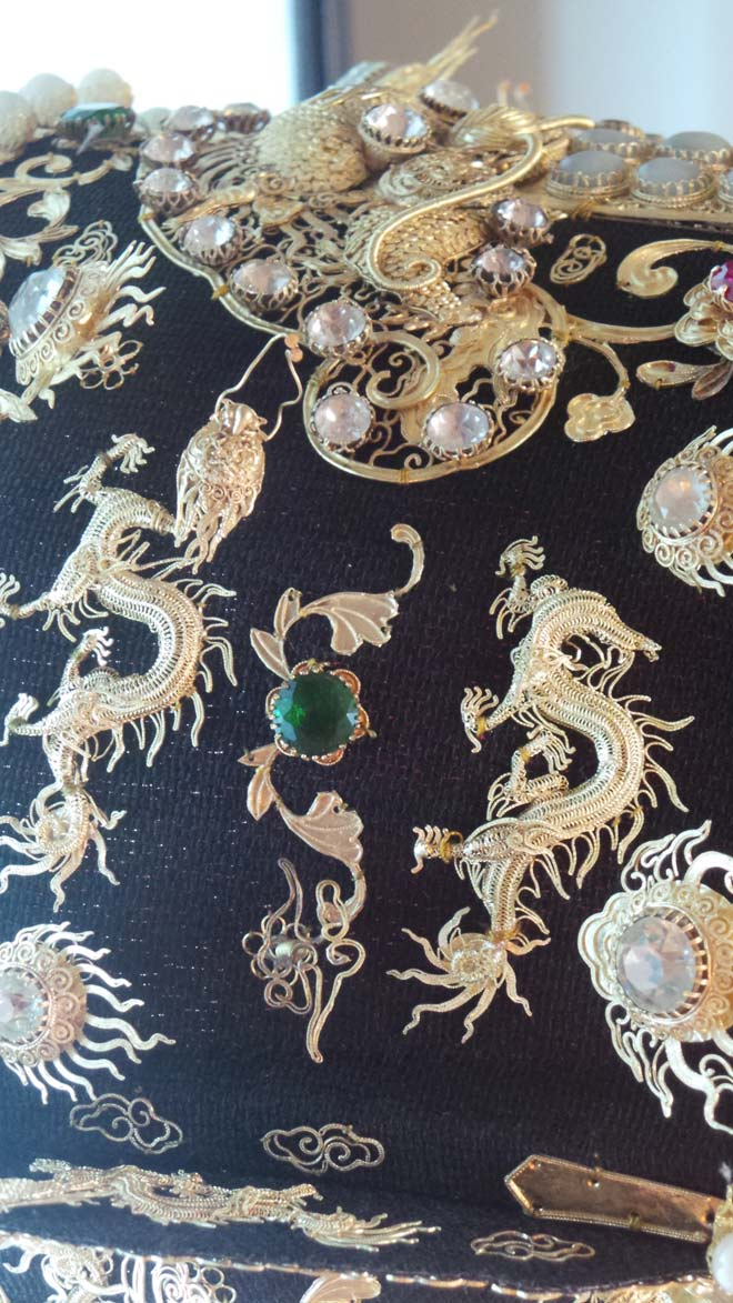 Chiêm ngưỡng bảo vật gắn hàng chục con rồng vàng cùng kim sa đá quý - 5