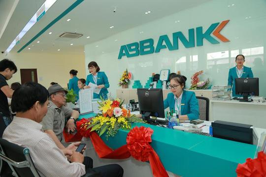 Vì sao hàng loạt ngân hàng báo lãi đột biến?