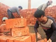 Thế giới - Bị nợ lương, công nhân TQ không ngờ được trả 29 vạn viên gạch