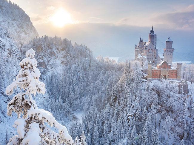 Những lâu đài phủ đầy tuyết lãng mạn nhất thế giới - 1