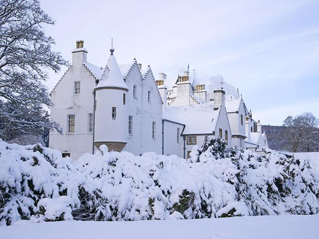 Những lâu đài phủ đầy tuyết lãng mạn nhất thế giới - 6