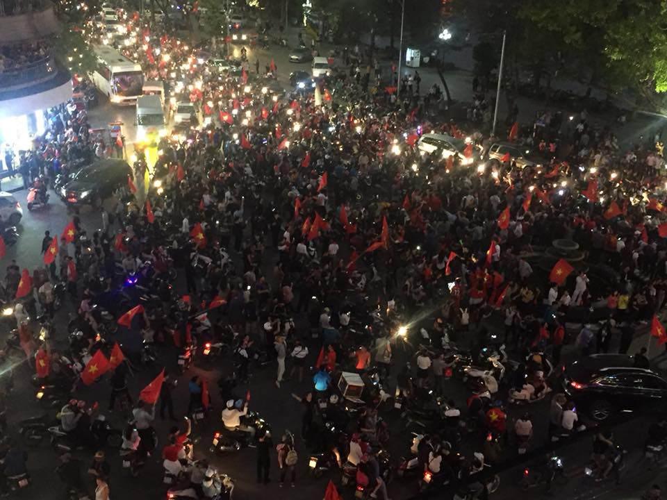 U23 Việt Nam lập kì tích, hàng triệu con tim không ngủ - 8