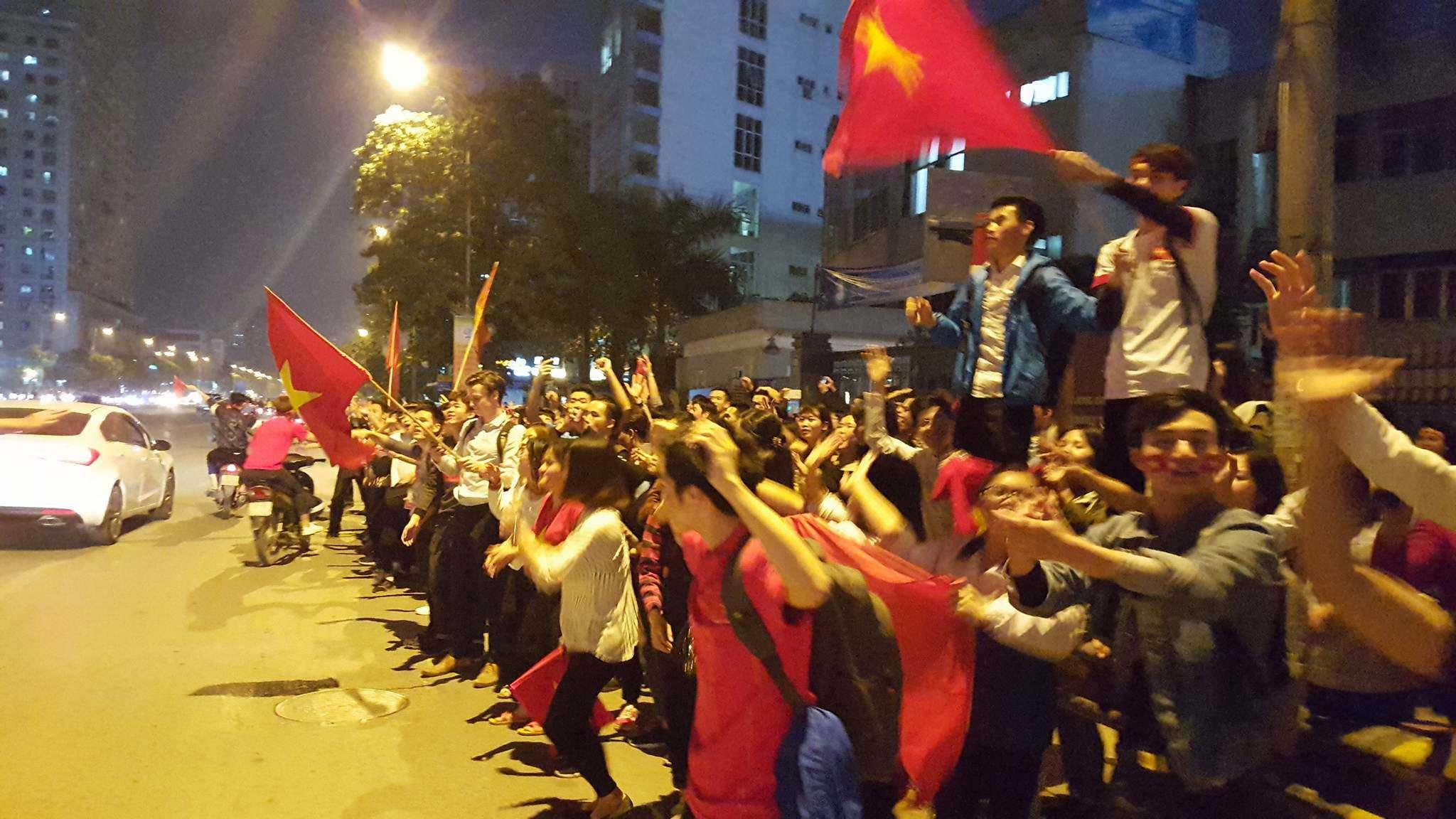 U23 Việt Nam lập kì tích, hàng triệu con tim không ngủ - 10