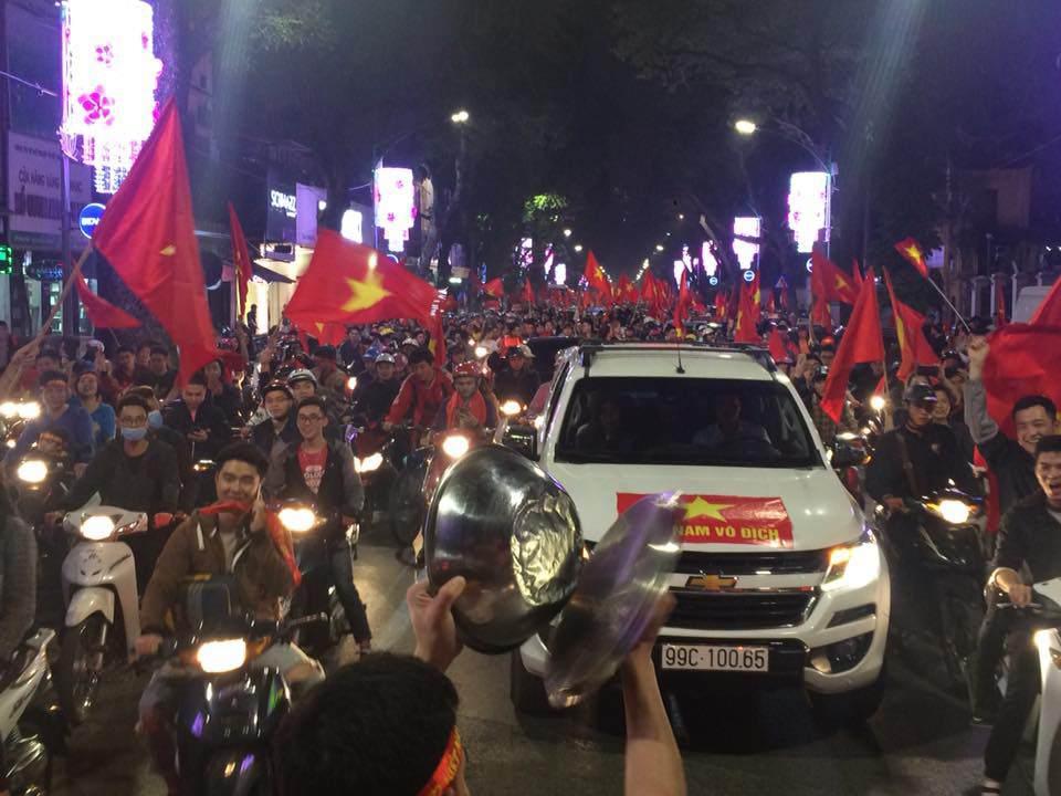 U23 Việt Nam lập kì tích, hàng triệu con tim không ngủ - 4