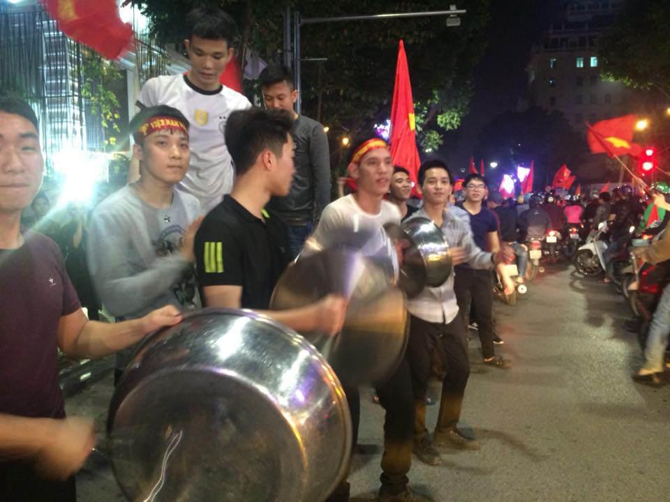 U23 Việt Nam lập kì tích, hàng triệu con tim không ngủ - 3