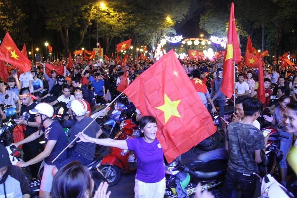 U23 Việt Nam lập kì tích, hàng triệu con tim không ngủ - 39