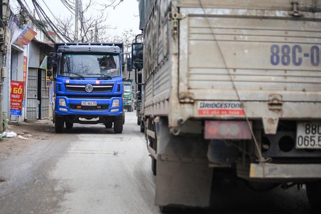 """Kinh hoàng tuyến đường đi qua là muốn ho """"rụng phổi"""" ở Hà Nội"""
