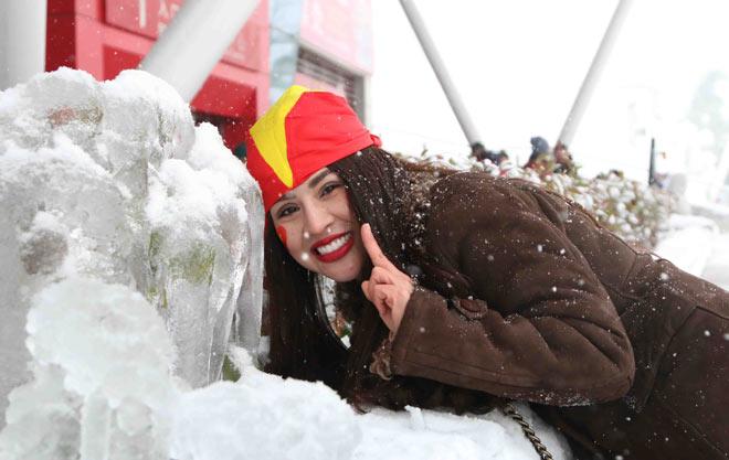 Cập nhật mới nhất từ Thường Châu: Cổ động viên đội mưa tuyết đến sân cổ vũ U23 Việt Nam - 5