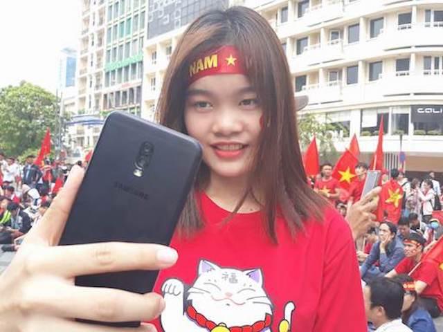 Theo chân Galaxy J7 Pro và fan hâm mộ cổ vũ cho đội tuyển U23 Việt Nam