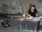 Phi thường - kỳ quặc - Dành 10 năm sống dưới gầm cầu để giải bí ẩn về xổ số