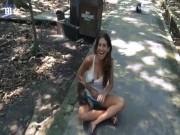 Phi thường - kỳ quặc - Phản ứng bất ngờ của nữ du khách bị khỉ kéo áo sờ ngực