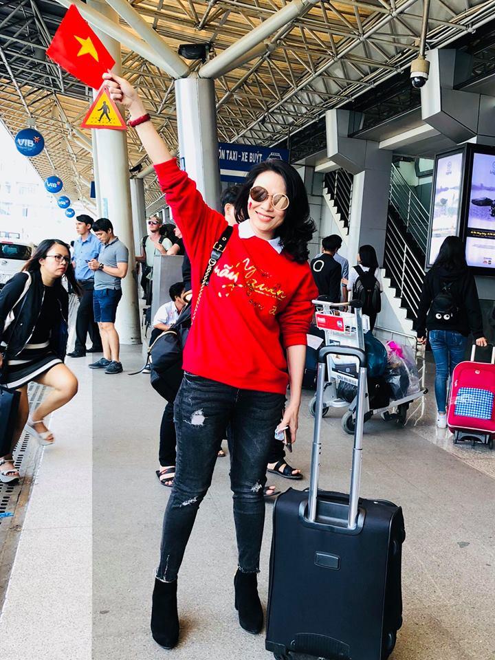 """Mỹ Tâm """"đi bão"""" trên """"siêu xe"""" đúng như lời hứa để mừng U23 Việt Nam"""