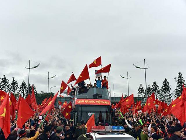 CSGT kể về buổi dẫn đoàn U23 Việt Nam giữa vòng vây người hâm mộ - 3