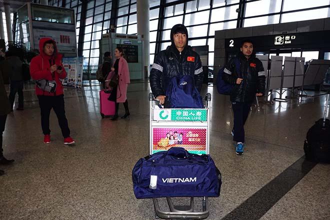 Chùm ảnh mới nhất U23 Việt Nam về nước từ sân bay ở Thường Châu - 9