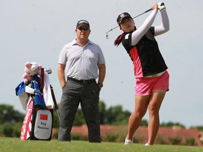 """Golf 24/7: Chuyện về """"Nữ hoàng ham chơi"""" Feng Shanshan 1"""