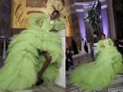 Thời trang - Vải từ chiếc váy này đủ phủ kín tháp Eiffel!