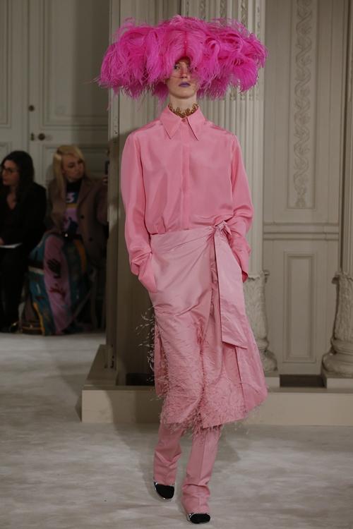 """Mũ đội đầu cực dị """"phá đảo"""" sàn diễn thời trang cao cấp Paris - 9"""