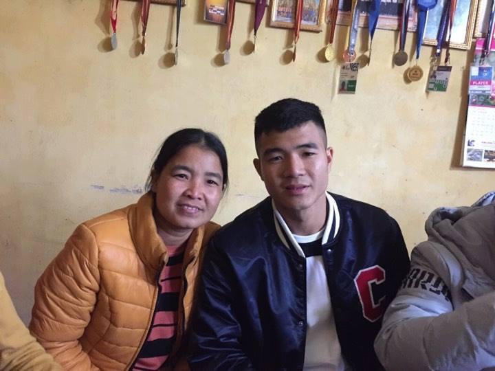 Gia đình Hà Đức Chinh mổ trâu thết đãi hàng xóm, mừng con trai trở về