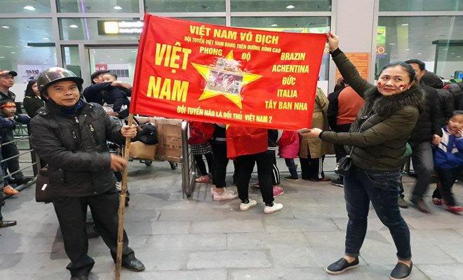 U23 Việt Nam về quê: Văn Đức, Công Phượng choáng ngợp vì CĐV 9