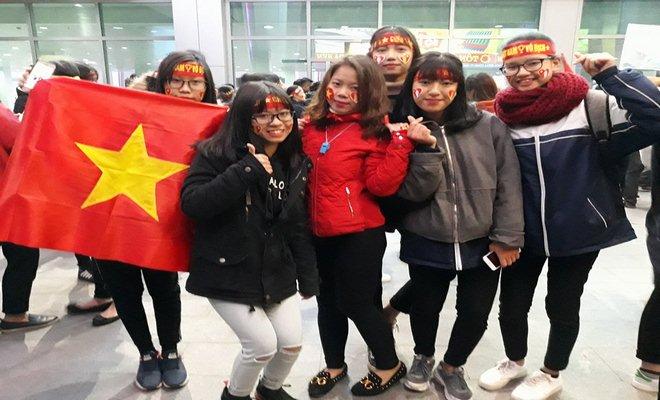 U23 Việt Nam về quê: Văn Đức, Công Phượng choáng ngợp vì CĐV 12