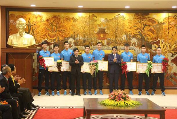 Chủ tịch HN gặp lãnh đạo U23, thưởng những người con Thủ đô