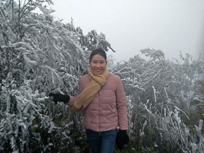 Du khách thích thú ngắm tuyết rơi trên đỉnh Mẫu Sơn - 6
