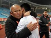 Bóng đá - Chuyện không ai ngờ: HLV Park Hang Seo lấy đồ ăn vặt của U23 Việt Nam