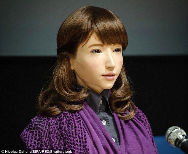 Robot giống hệt người thật dẫn chương trình ở Nhật Bản