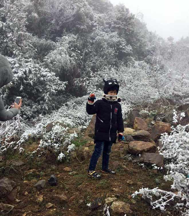 Clip: Mưa tuyết rơi phủ trắng núi rừng Sa Pa - 1