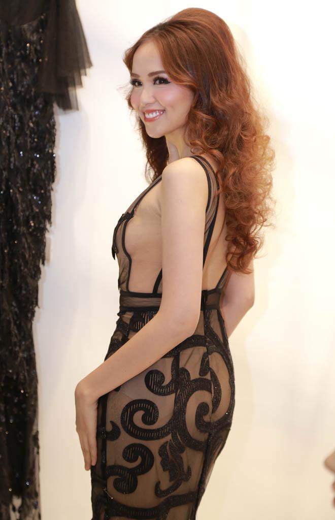 Hoa hậu Diễm Hương mặc mỏng không ngờ, dễ gây nhìn nhầm - 2